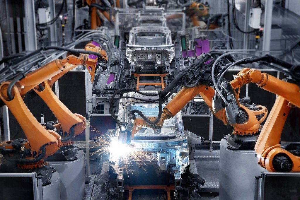 Manufacturing facility featuring robots for efficient production