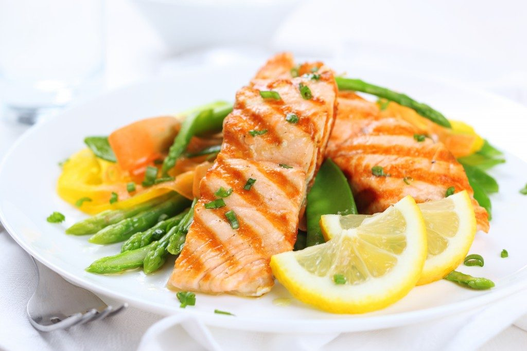 Grilled salmon with asparagus, pea, yellow peppers, carrots, and spring onions