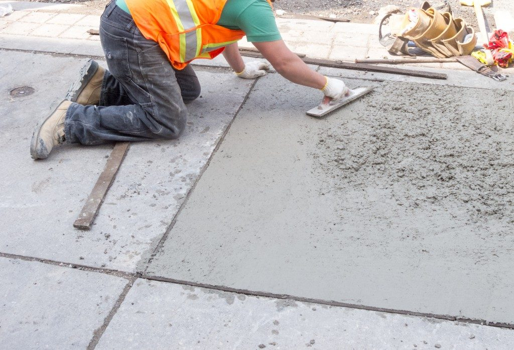 construction of pavement with concrete