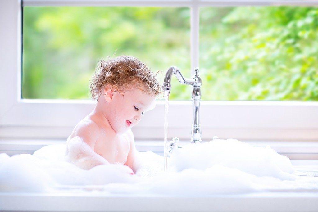 Todler enjoring bath time