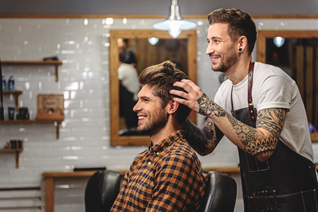 barber and customer