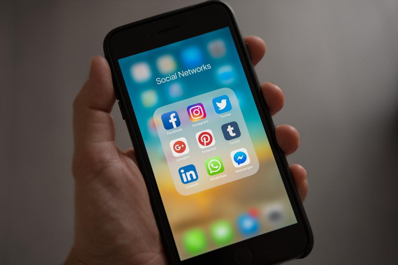 social networks folder in smartphone