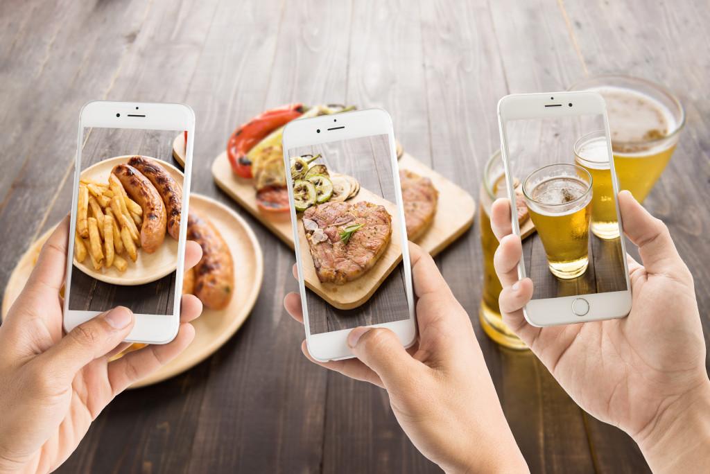 using smartphones to take photos